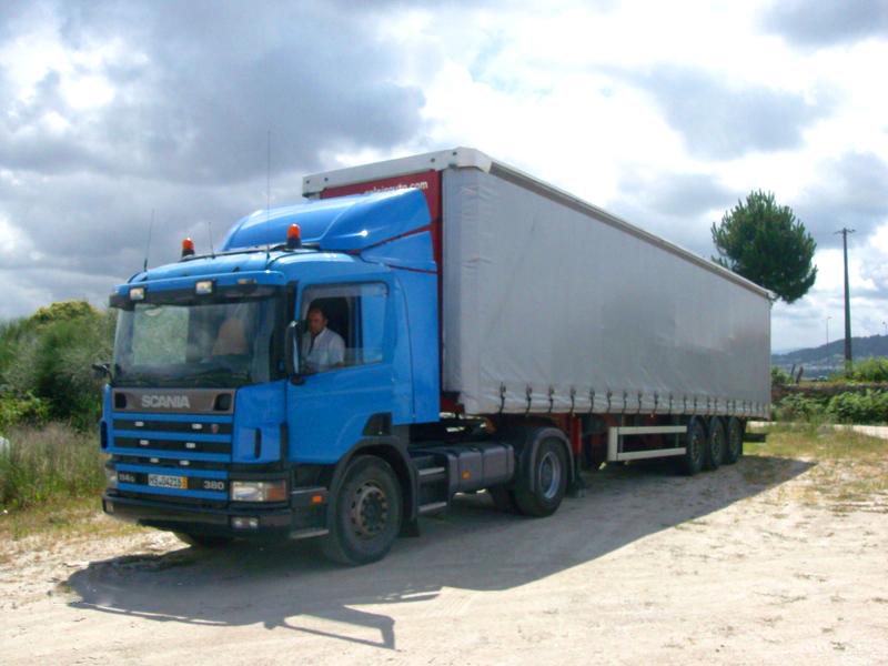 Camião Semi-Reboque com Cortinas